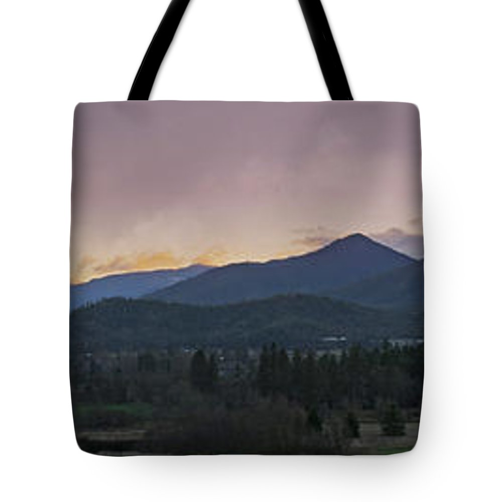 Applegate Valley Tote Bag featuring the photograph Applegate Valley Se Winter Evening by Mick Anderson
