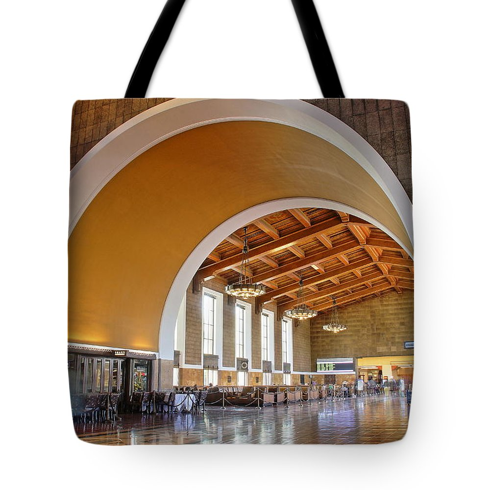 Los Angeles Union Station Tote Bag featuring the photograph Arch At La Union Station by Richard Cheski