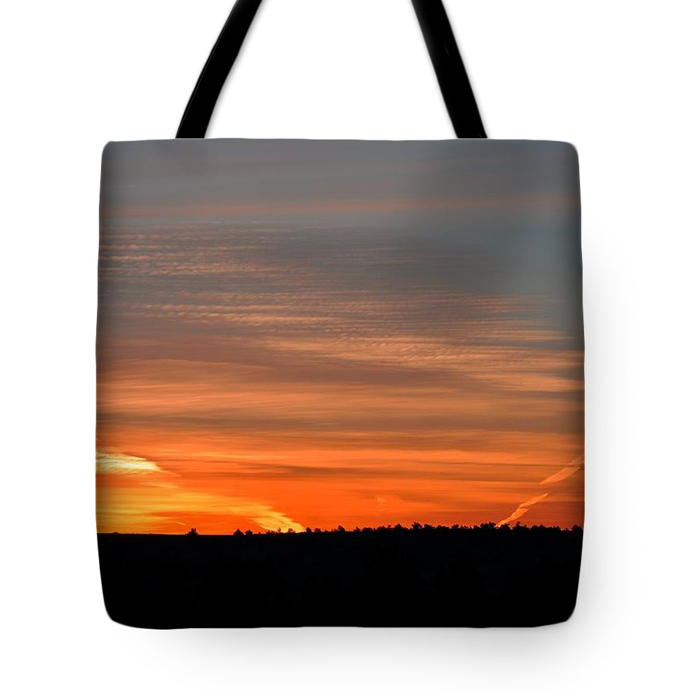Oregon Tote Bag featuring the photograph Artwork Of The Sky by Image Takers Photography LLC - Laura Morgan