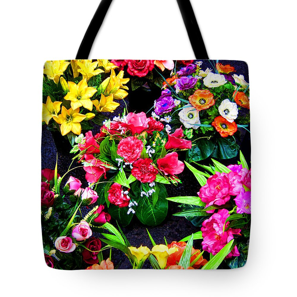 Flowers Tote Bag featuring the photograph Au Choix by Olivier Le Queinec