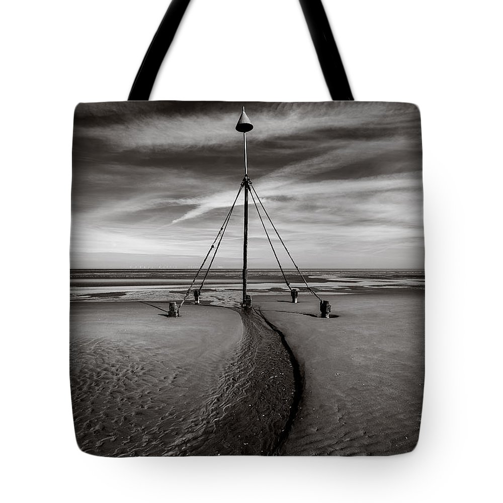 Prestatyn Tote Bag featuring the photograph Barkby Beach 2 by Dave Bowman
