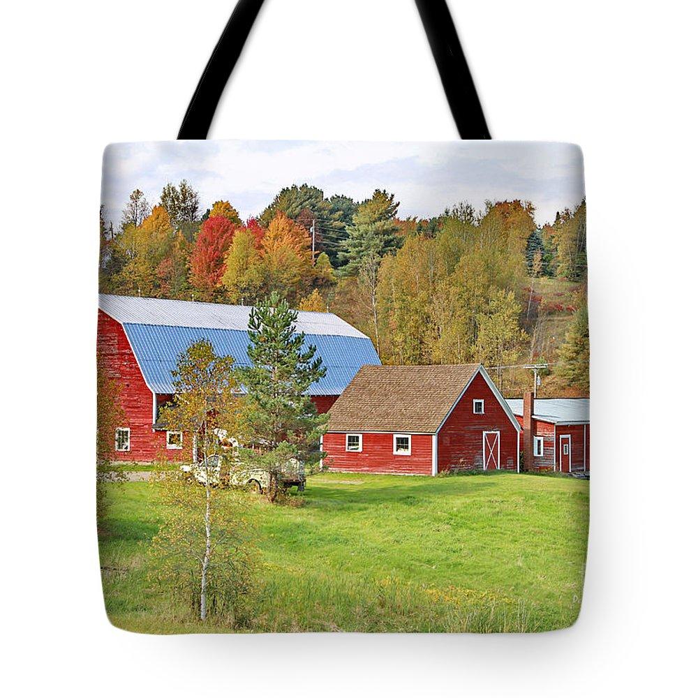 Barn Tote Bag featuring the photograph Barn In Autumn by Deborah Benoit