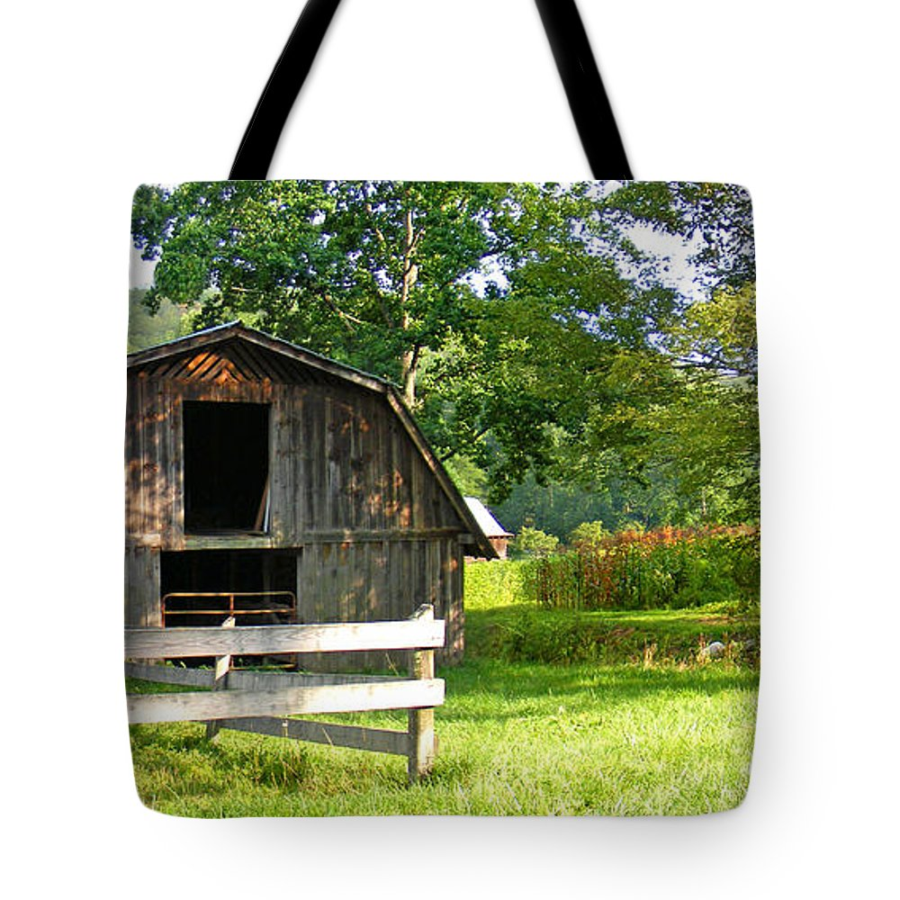 Barns Tote Bag featuring the photograph Barn In Balsam Grove by Duane McCullough