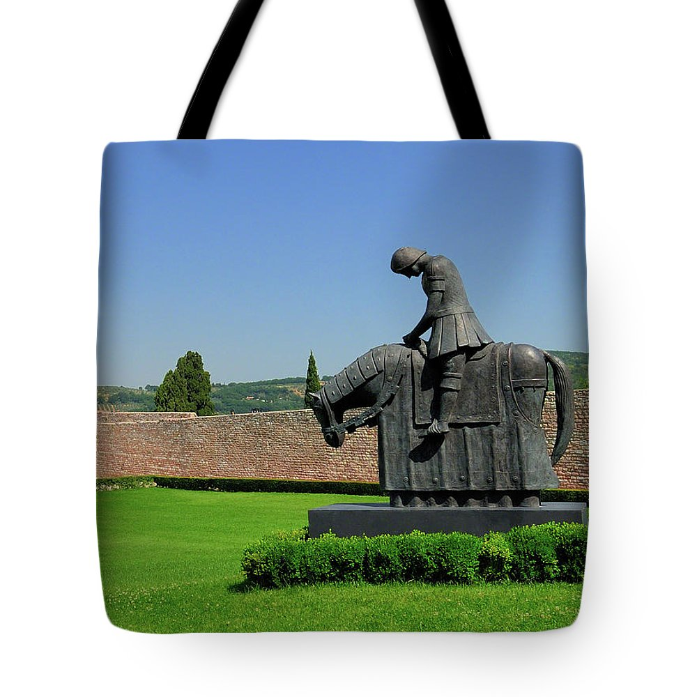 Italy Tote Bag featuring the photograph Basilica Of San Francesco D'assisi Statue by Alan Toepfer