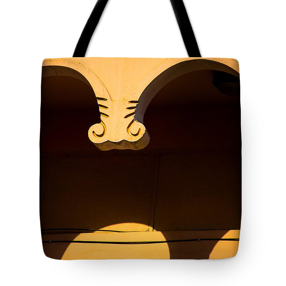 Less Elements Tote Bag featuring the photograph Behind The Curve by Prakash Ghai
