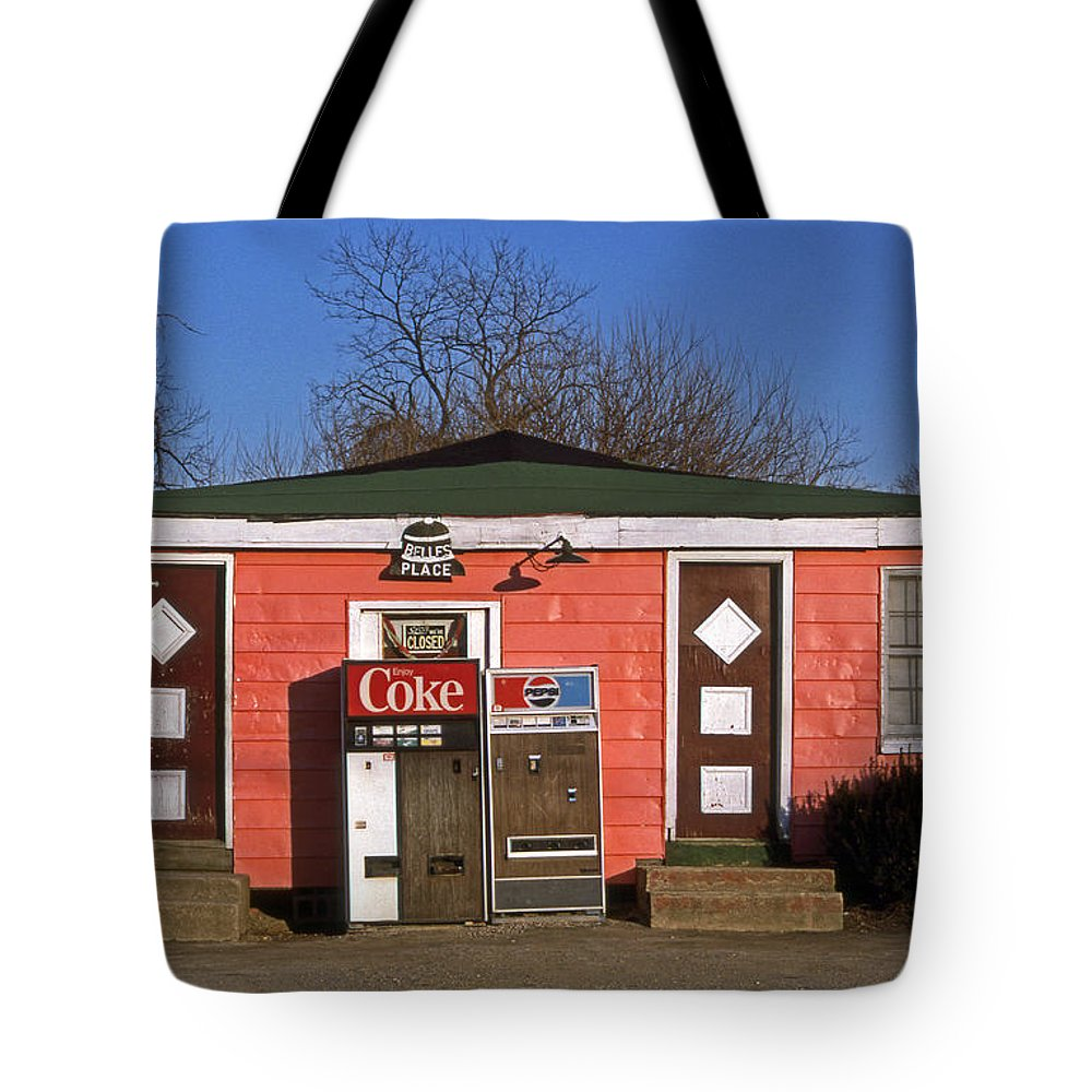 Scenic Tours Tote Bag featuring the photograph Belles Place by Skip Willits