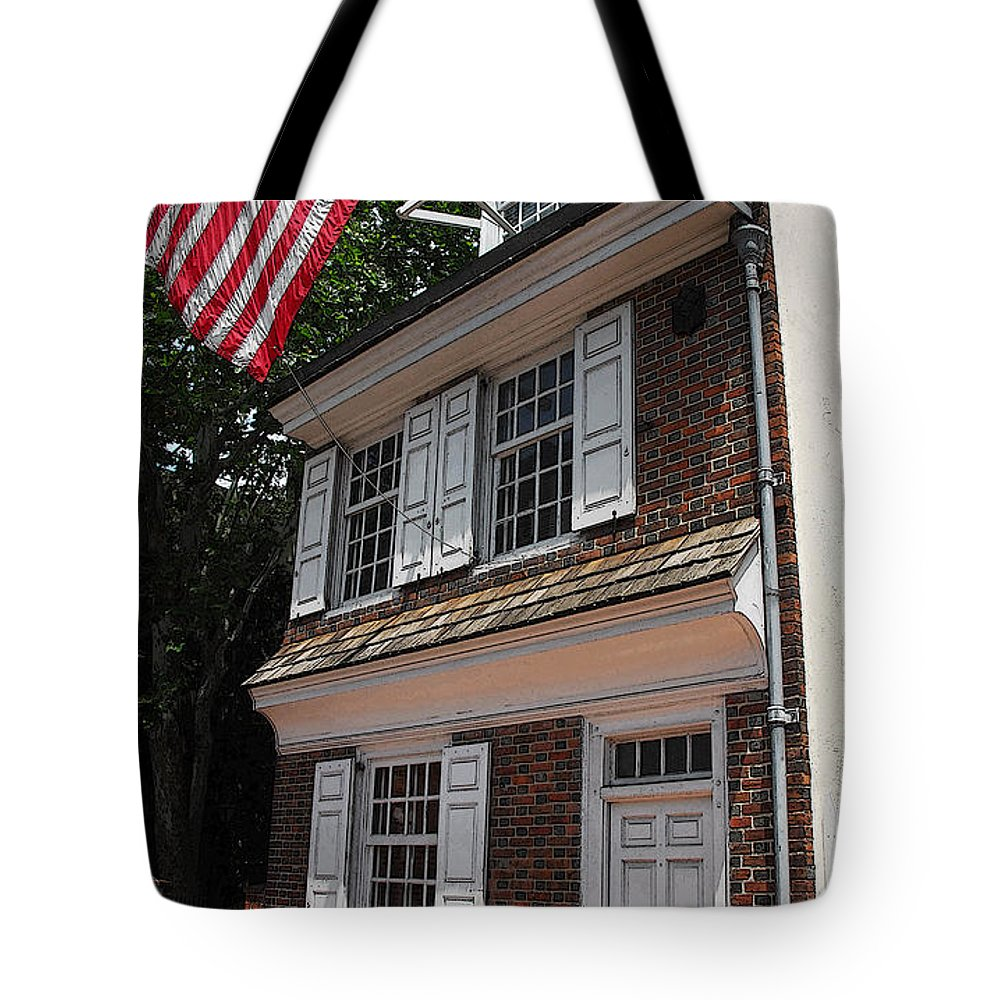 Philadelphia Tote Bag featuring the photograph Betsy Ross House by Cindy Manero