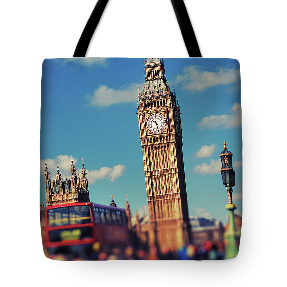 Clock Tower Tote Bag featuring the photograph Big Ben And Commuter Traffic by Doug Armand