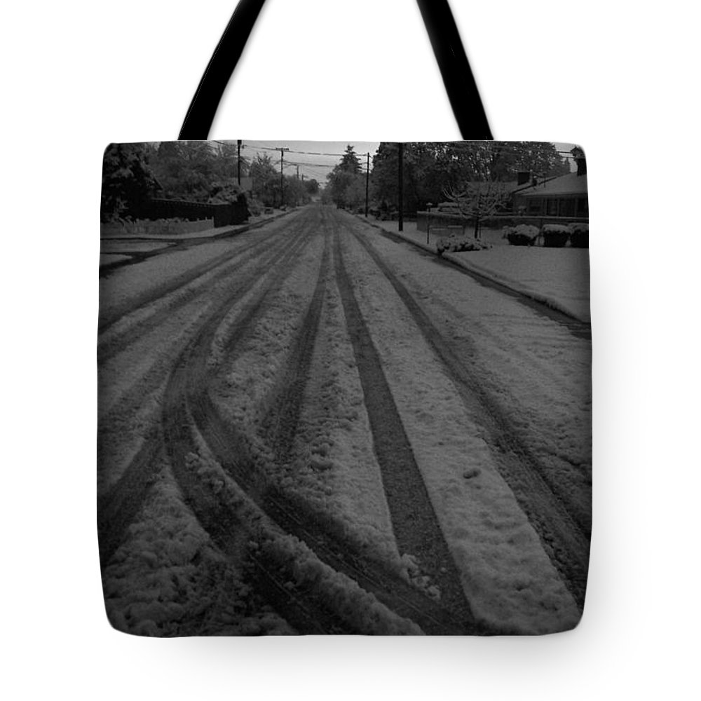 Grants Pass Tote Bag featuring the photograph Blackout On Jordan Street by Mick Anderson