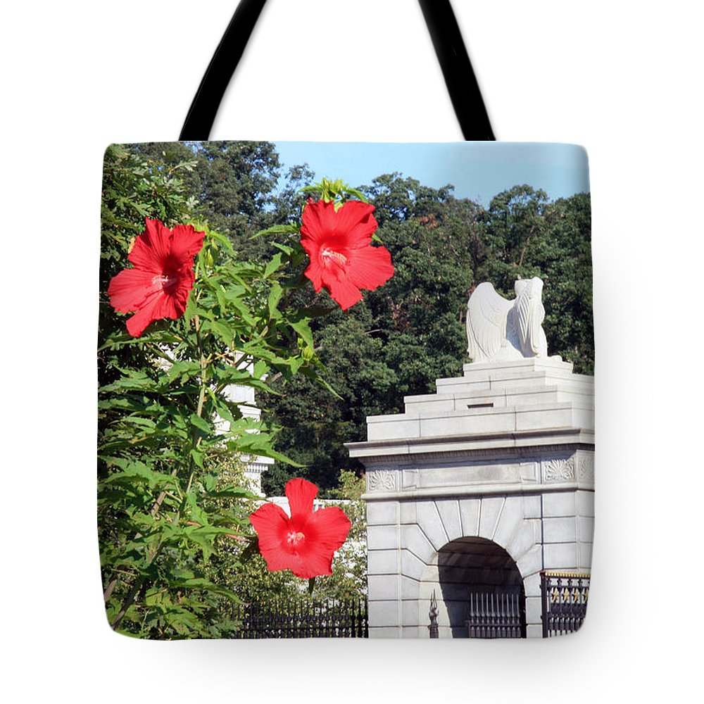 Arlington National Cemetery Tote Bag featuring the photograph Blooms In Arlington by Cora Wandel