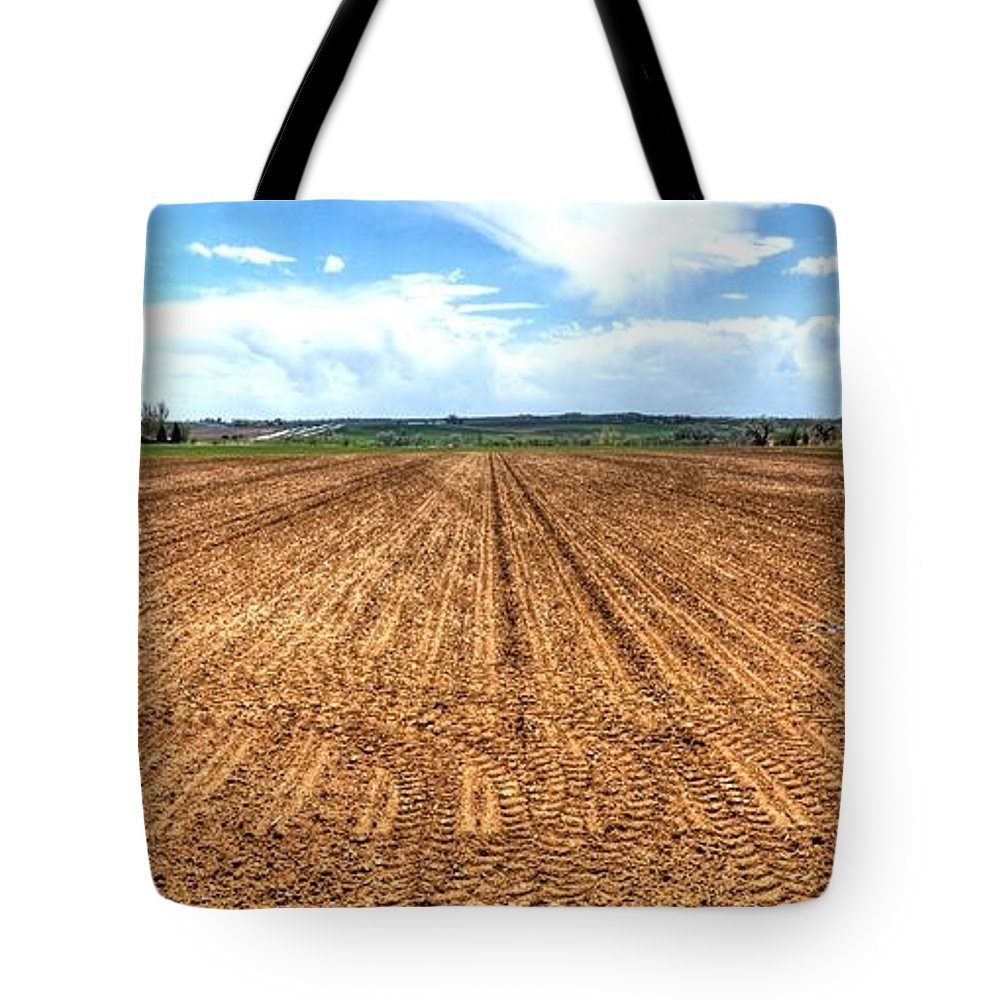 Ag Tote Bag featuring the photograph Blue Sky And Field 14567 by Jerry Sodorff