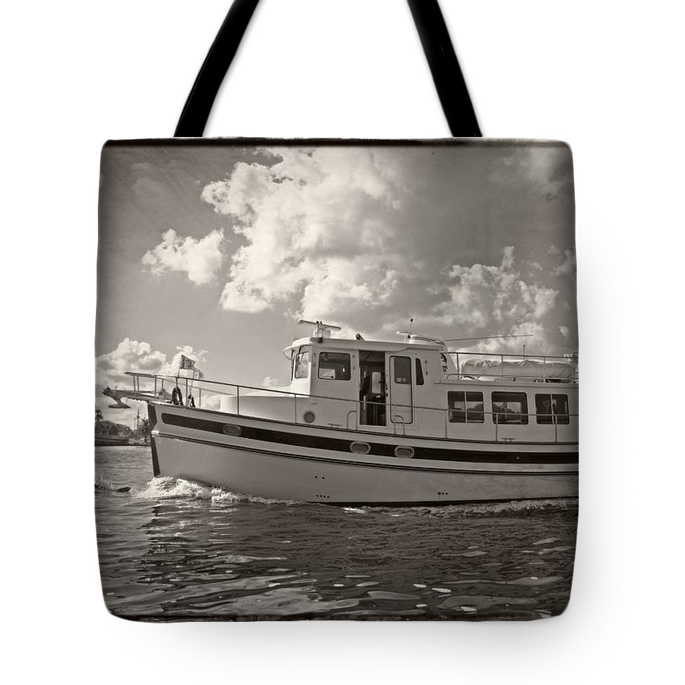 Boat Tote Bag featuring the photograph Boat On The Water by Alice Gipson