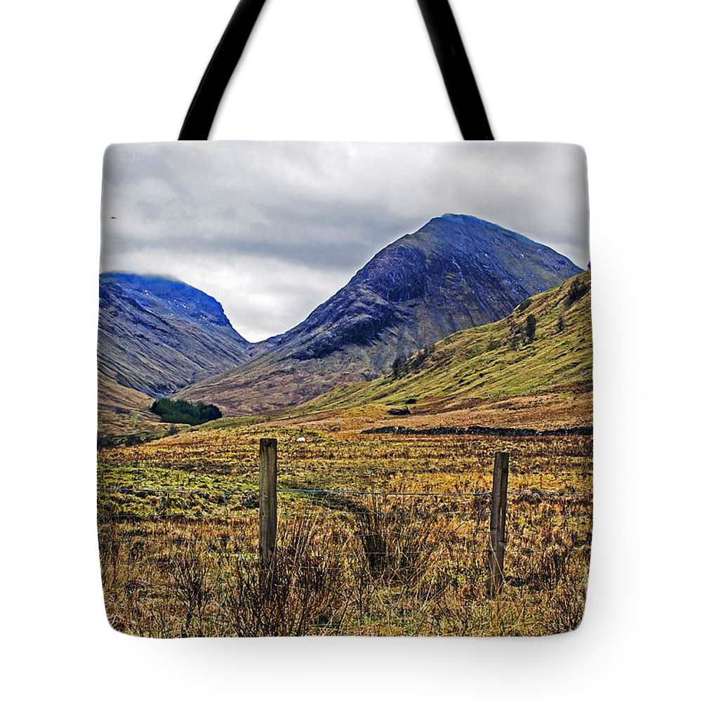 Travel Tote Bag featuring the photograph Bonny Scotland by Elvis Vaughn