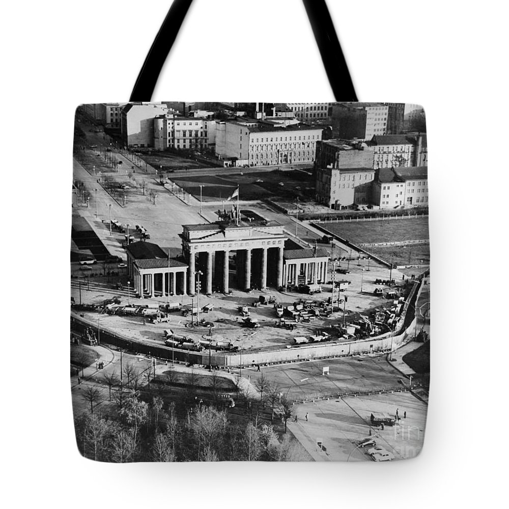 1961 Tote Bag featuring the photograph Brandenburg Gate by Granger