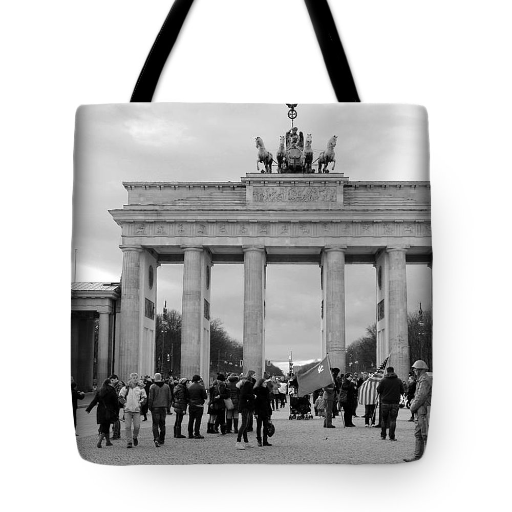 Branderburger Tor Tote Bag featuring the photograph Brandenburger Tor - Berlin by Christiane Schulze Art And Photography