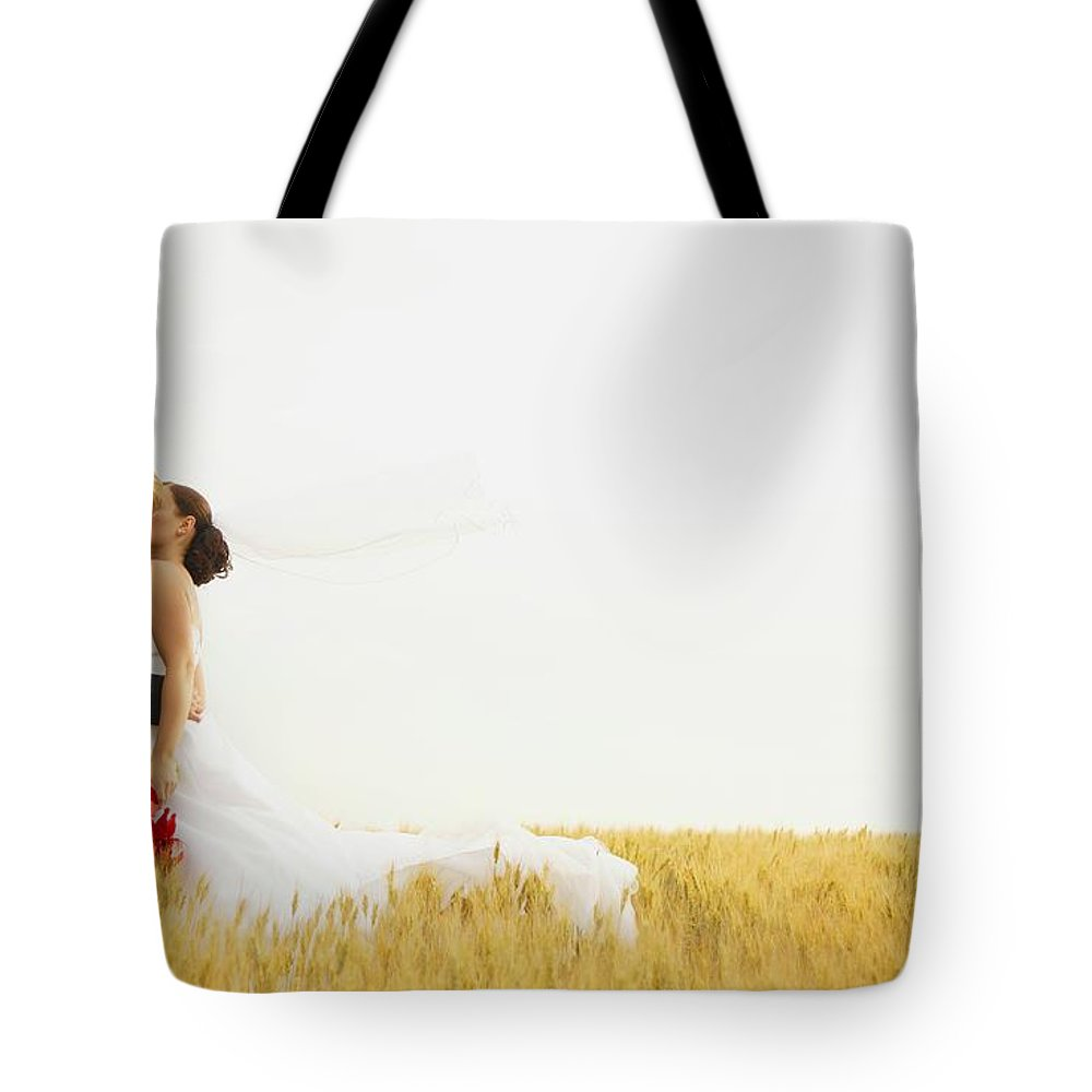 Field Tote Bag featuring the photograph Bride And Groom Kiss by Don Hammond