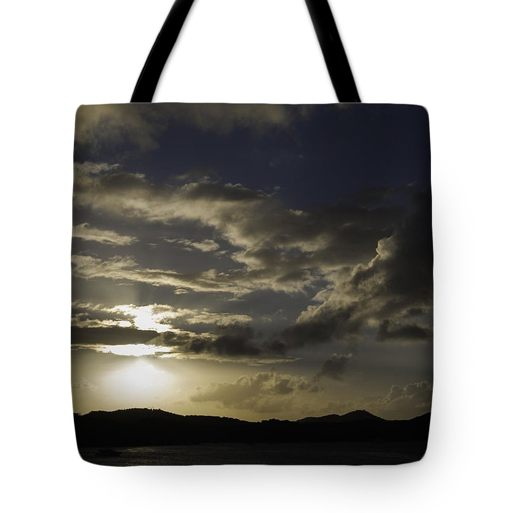 Landscape Tote Bag featuring the photograph Bright Horizon by Judy Hall-Folde