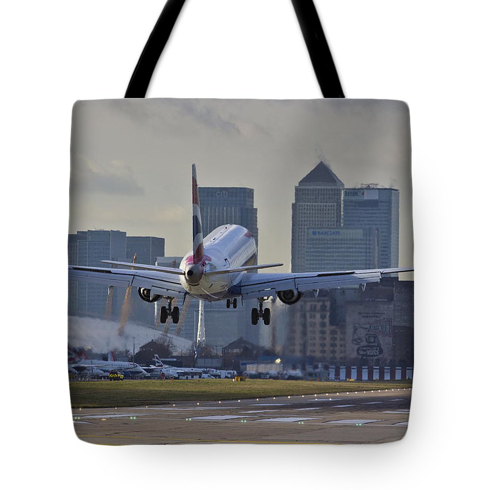 British Airways Embraer Tote Bag featuring the photograph British Airways London by David Pyatt