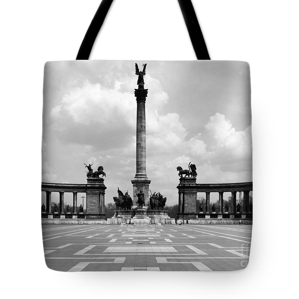 1970 Tote Bag featuring the photograph Budapest: Heroes Square by Granger