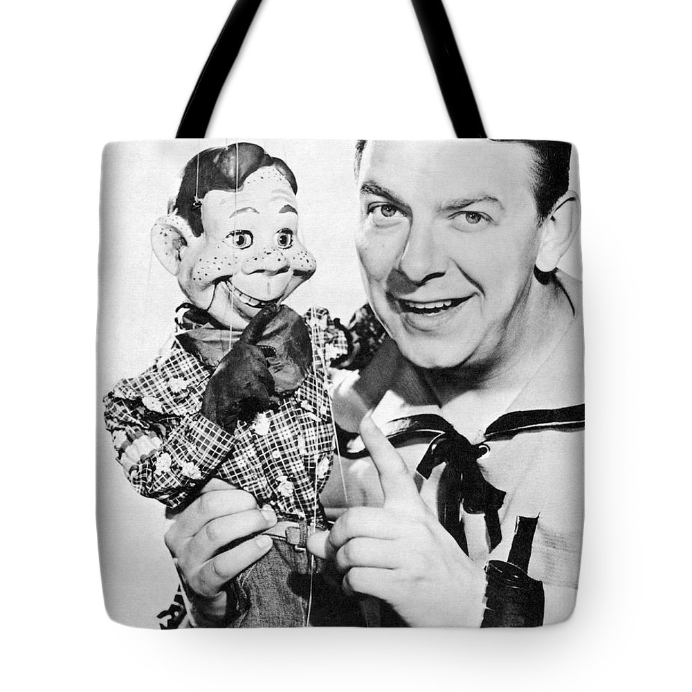 1940's Tote Bag featuring the photograph Buffalo Bob And Howdy Doody by Underwood Archives