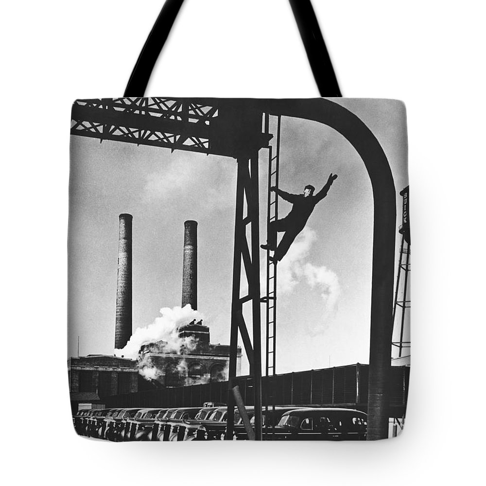 1930's Tote Bag featuring the photograph Buick Manufacturing Plant by Underwood Archives