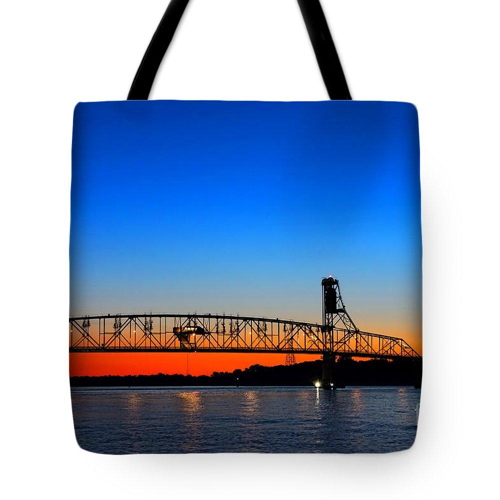 Bridge Tote Bag featuring the photograph Burlington Bristol Bridge by Olivier Le Queinec