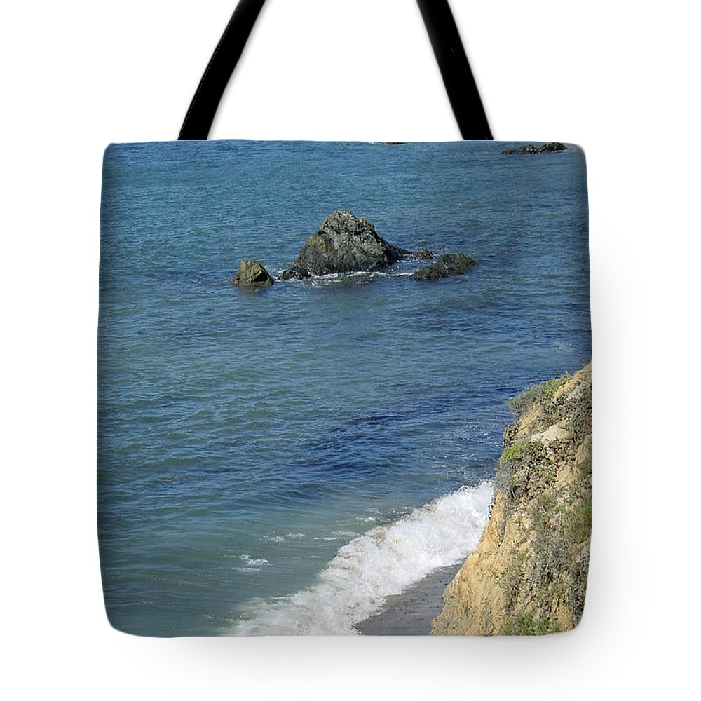 Califormia Tote Bag featuring the photograph California Coastline by Suzanne Gaff