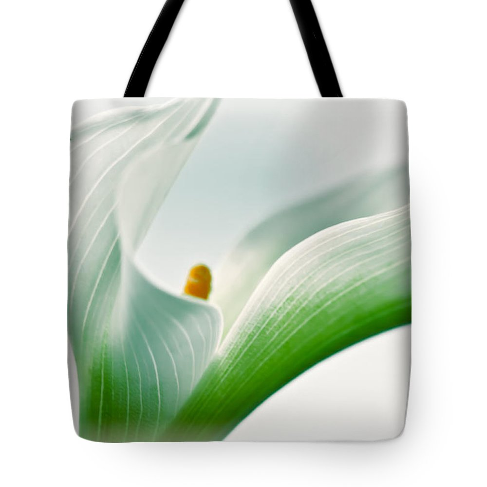 Nature Tote Bag featuring the photograph Calla by Jonathan Nguyen