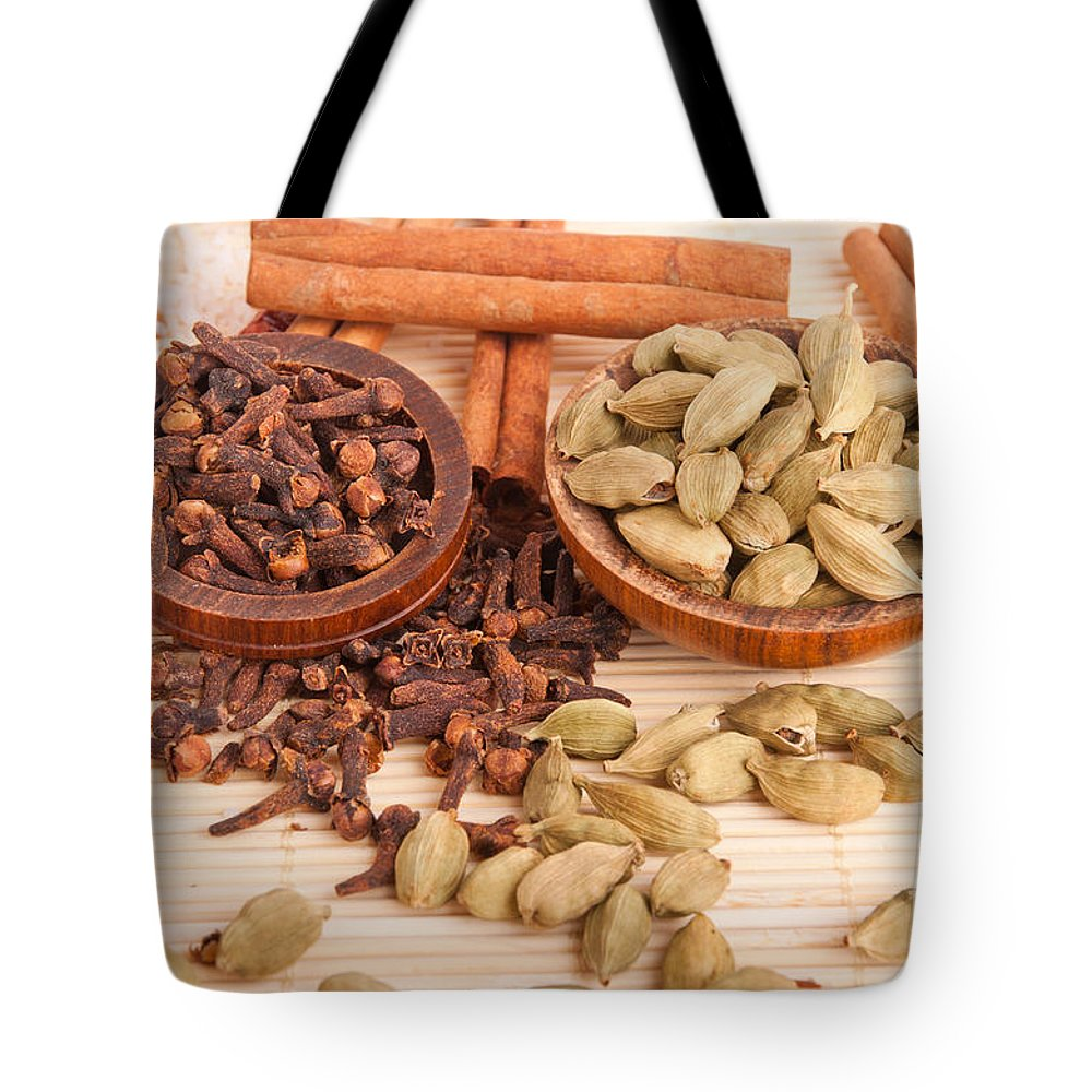 Spices Tote Bag featuring the photograph Cardamom Pods And Cloves by Luis Alvarenga