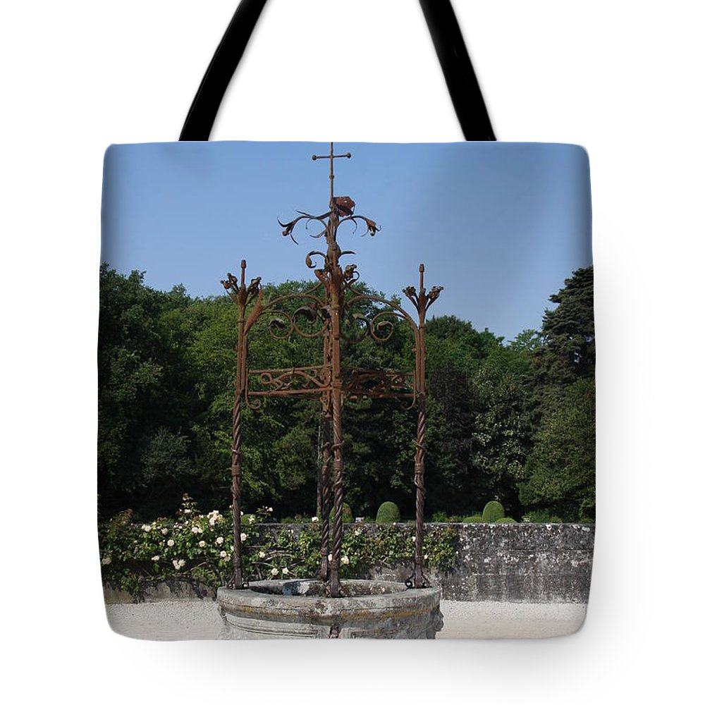 Well Tote Bag featuring the photograph Chateau Chenonceau Well by Christiane Schulze Art And Photography