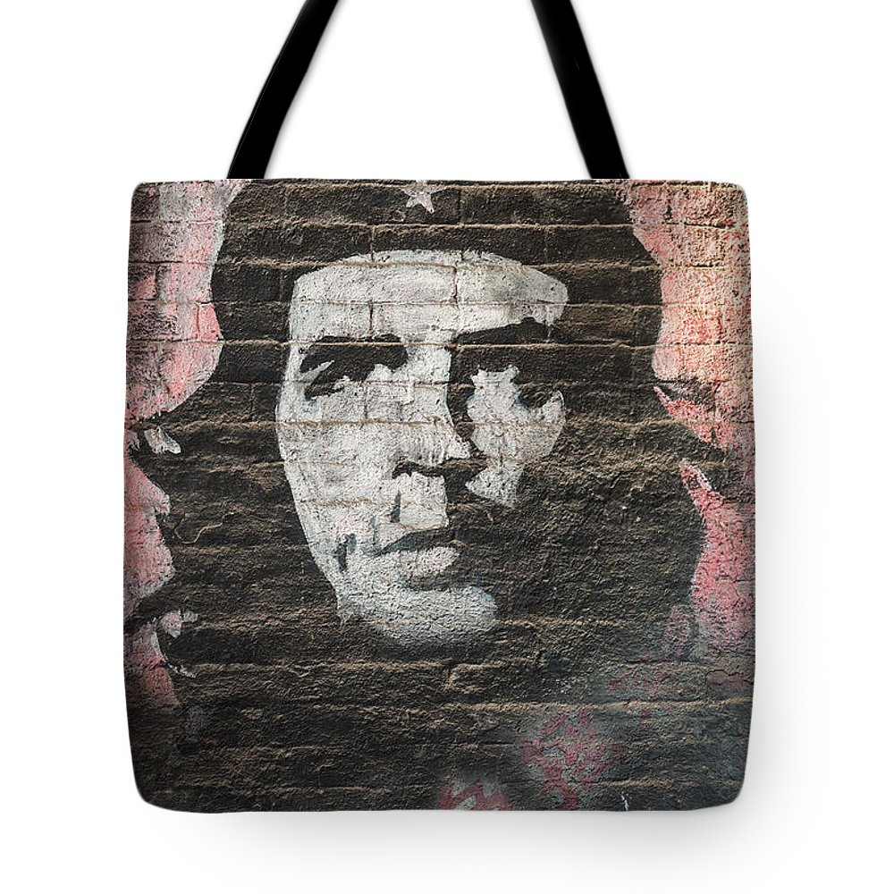 Che Tote Bag featuring the photograph Che Guevara Wall Art In China by Matteo Colombo