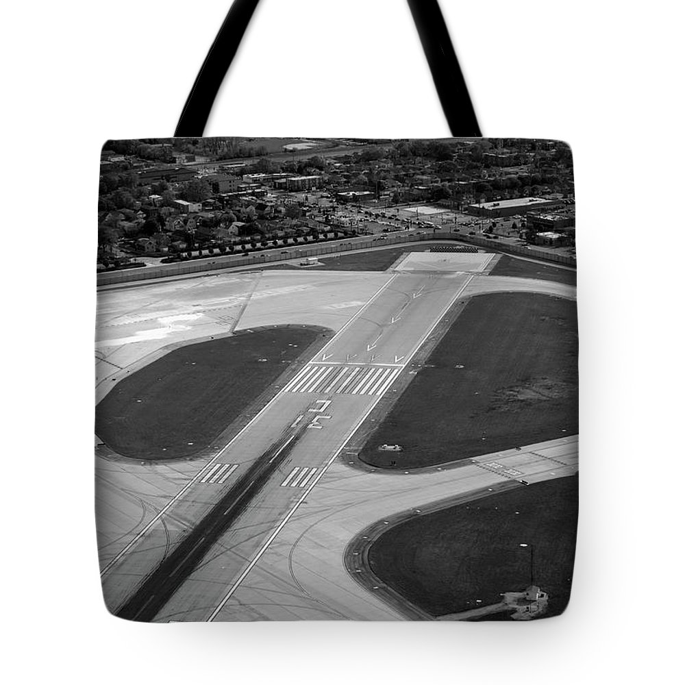 Midway Airport Tote Bag featuring the photograph Chicago Airplanes 04 Black And White by Thomas Woolworth