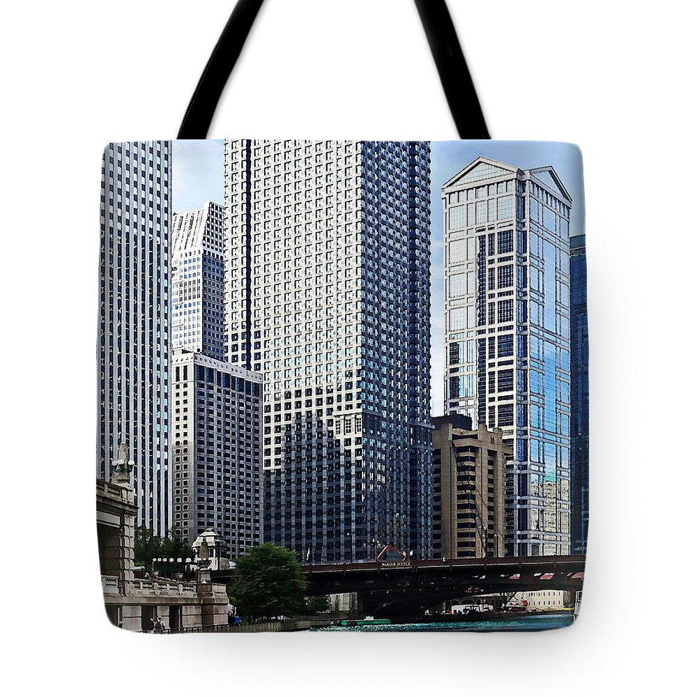 Chicago Tote Bag featuring the photograph Chicago Il - Chicago River Near Wabash Ave. Bridge by Susan Savad