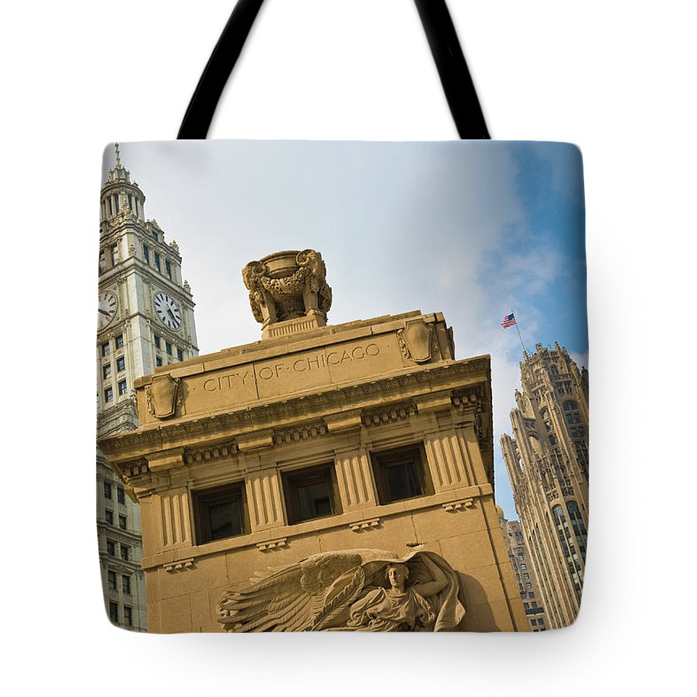 Relief Carving Tote Bag featuring the photograph Chicago by Jmsilva