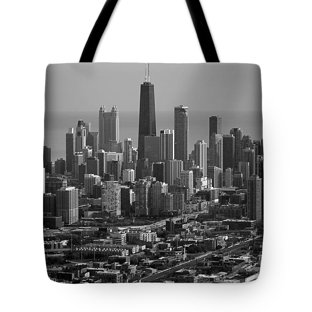 Black And White Tote Bag featuring the photograph Chicago Looking East 01 Black And White by Thomas Woolworth