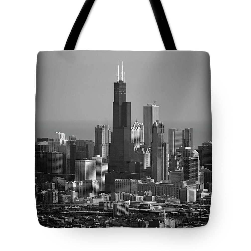 Black And White Tote Bag featuring the photograph Chicago Looking East 02 Black And White by Thomas Woolworth