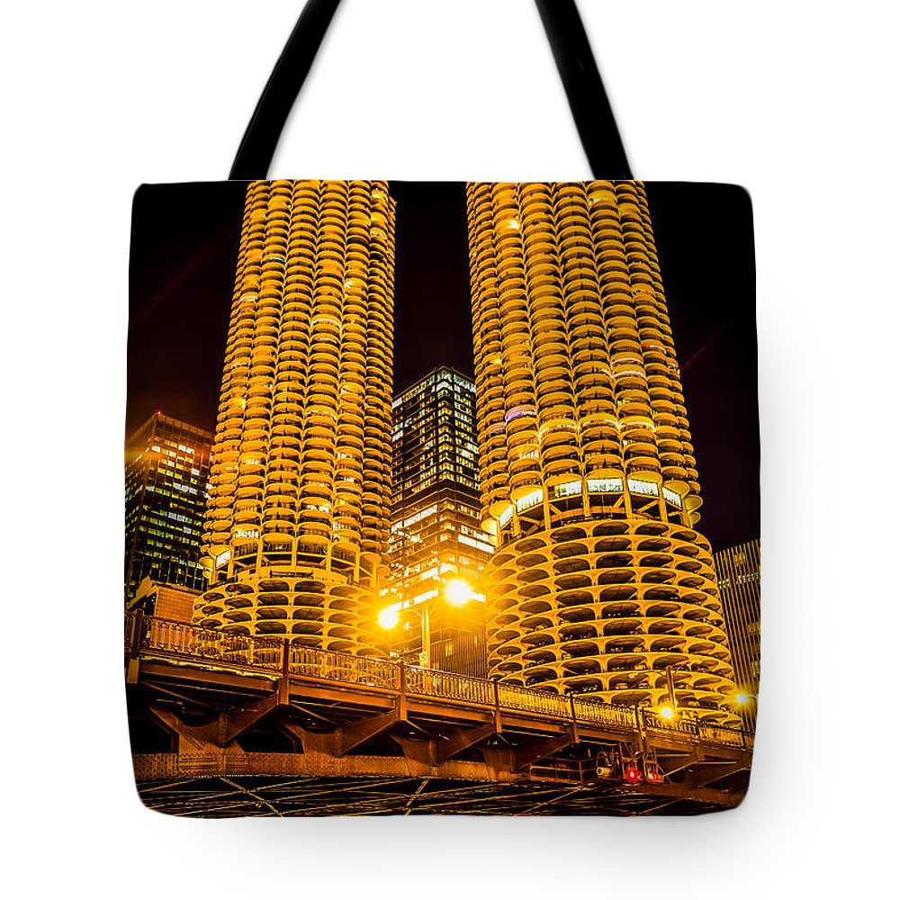 Bridge Tote Bag featuring the photograph Chicago Marina City Towers At Night Picture by Paul Velgos