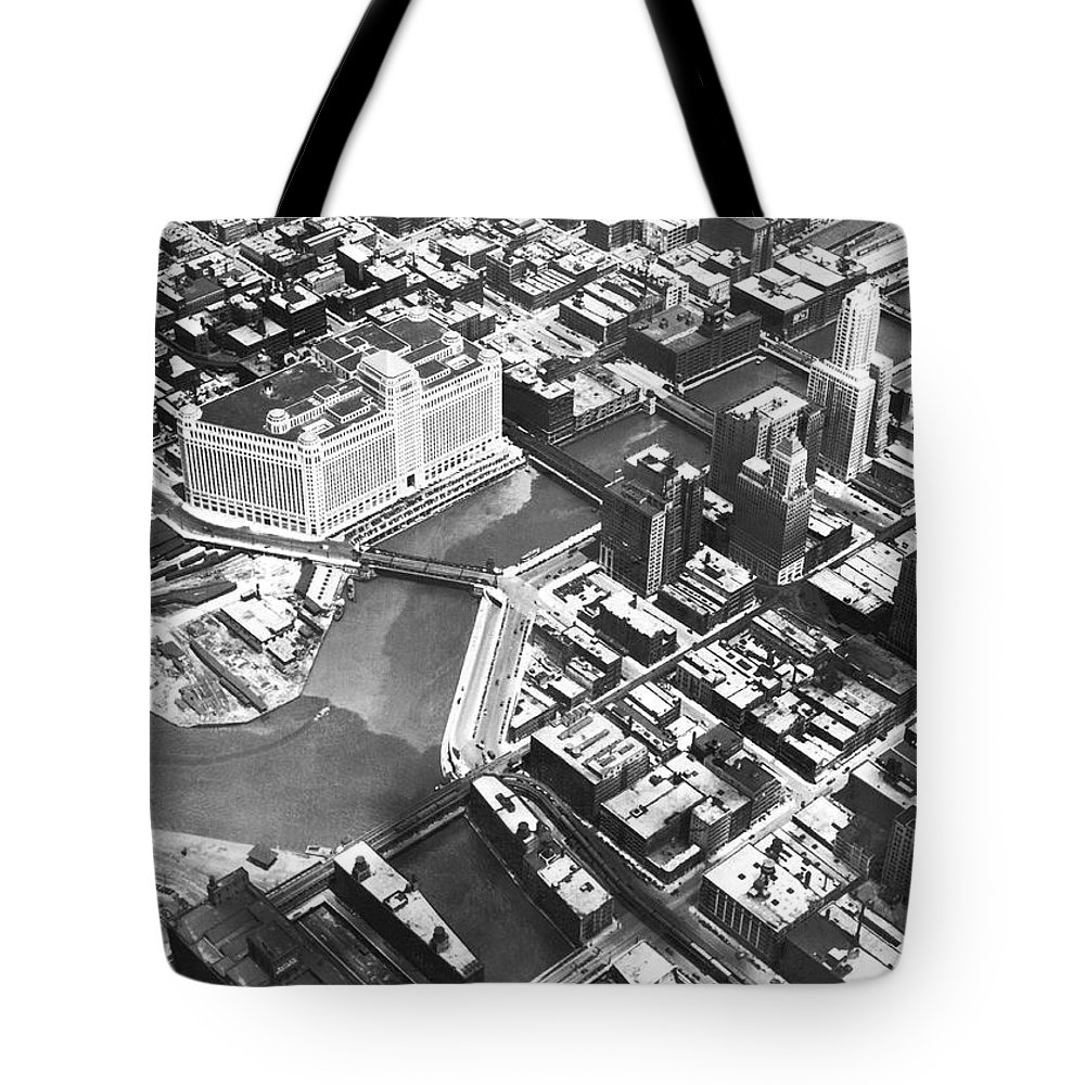 1920's Tote Bag featuring the photograph Chicago Merchandise Mart by Underwood Archives