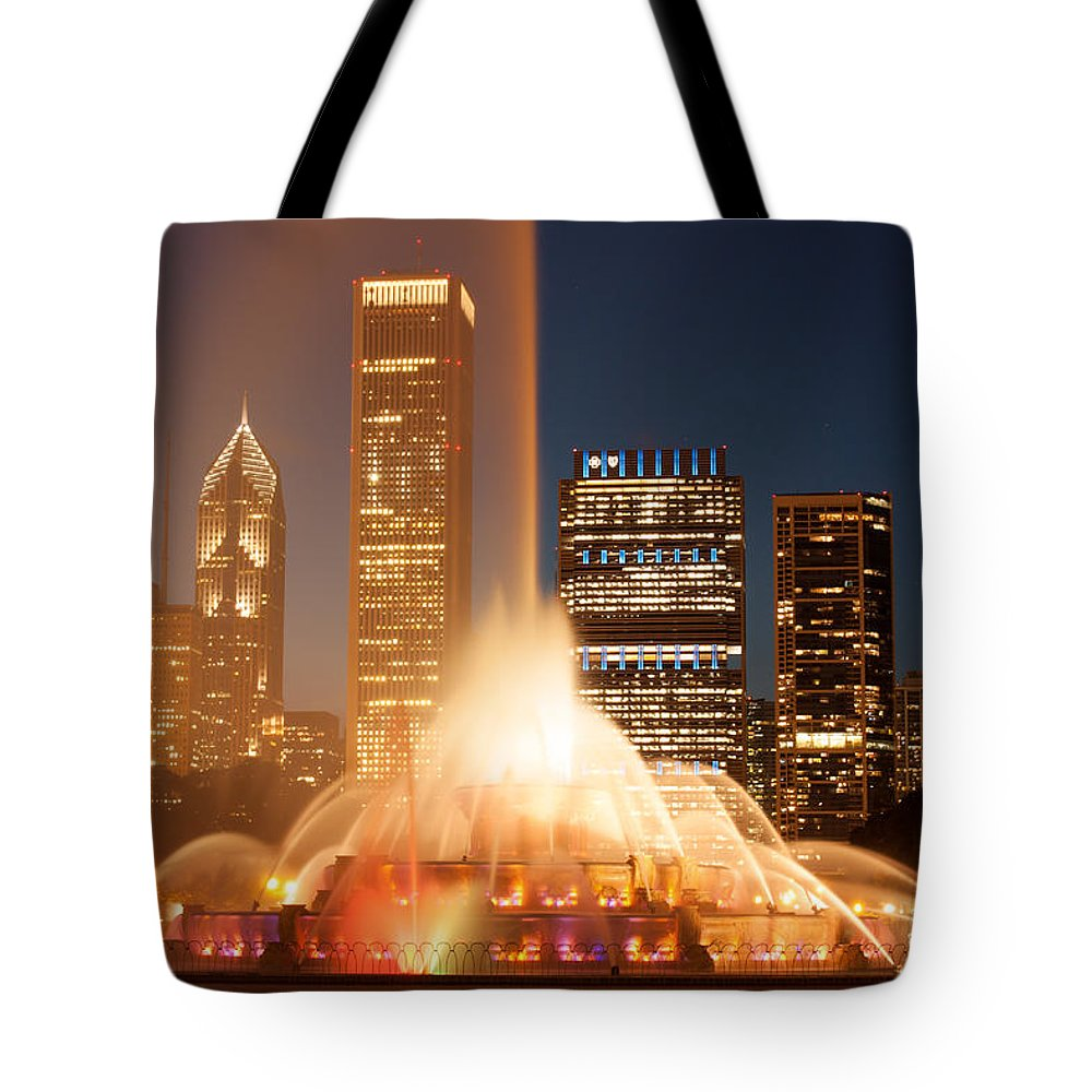 City Tote Bag featuring the photograph Chicago's Buckingham Fountain by Semmick Photo