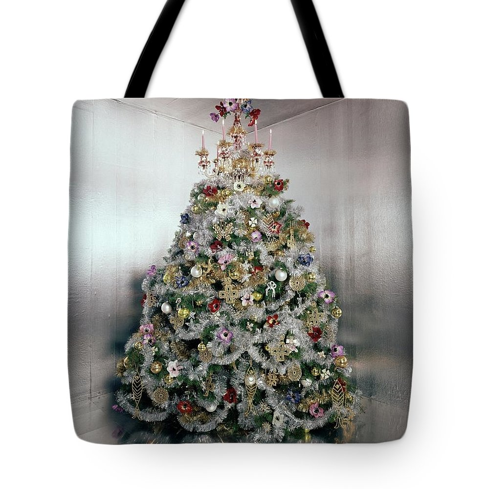 Home Tote Bag featuring the photograph Christmas Tree Decorated By Gloria Vanderbilt by Ernst Beadle
