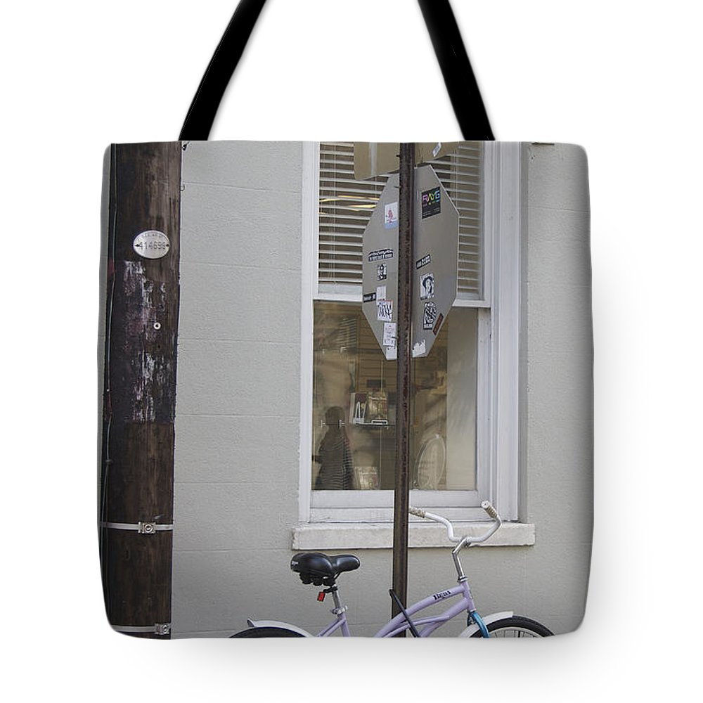 Scenic Tours Tote Bag featuring the photograph City Living by Skip Willits