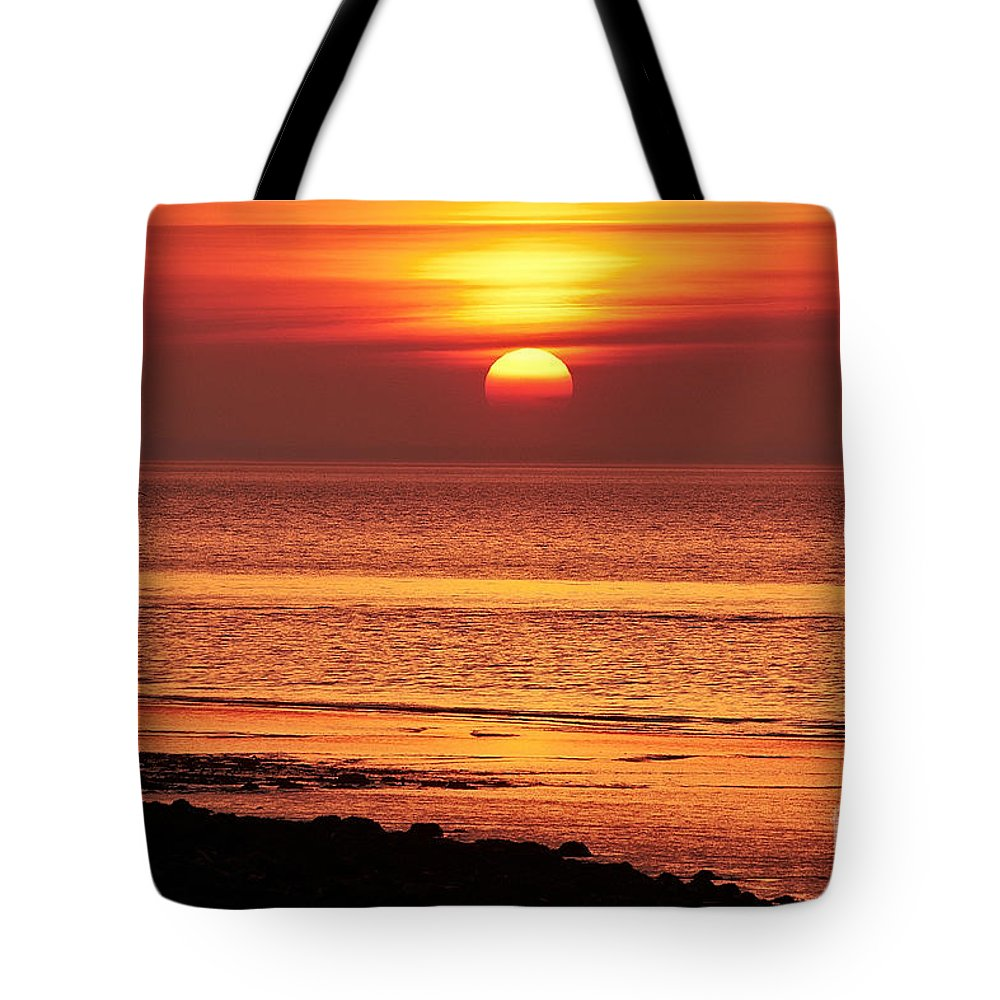 Sunset Tote Bag featuring the photograph Clevedon Sunset by Pete Moyes