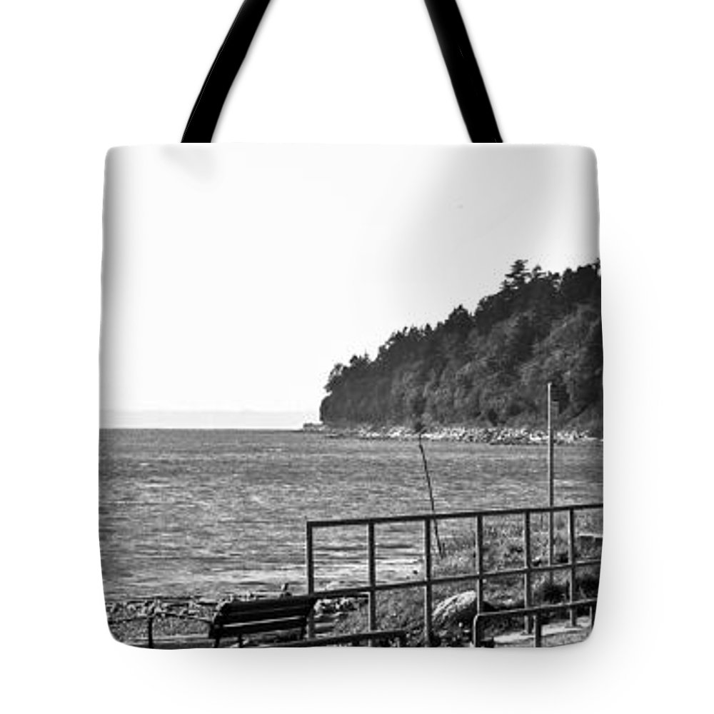 Ocean Park Tote Bag featuring the photograph Coast Line B And W by David Fabian