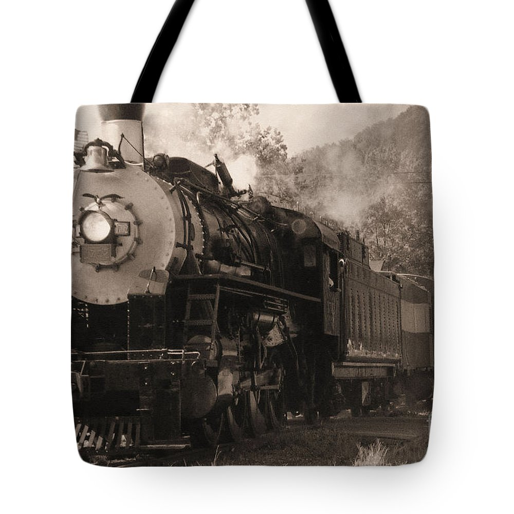 Trains Tote Bag featuring the photograph Coming Around The Mountain by Richard Rizzo