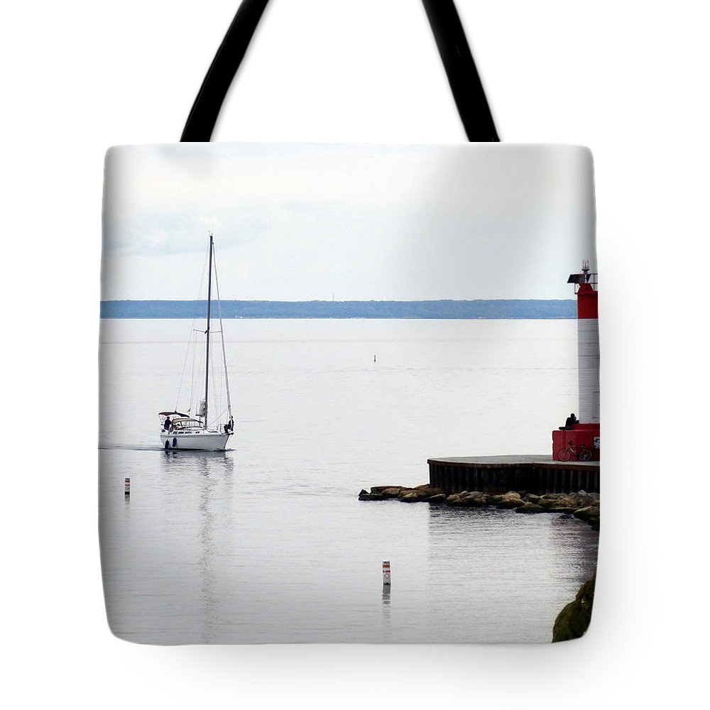 Bronte Tote Bag featuring the painting Coming Home by Laurel Best