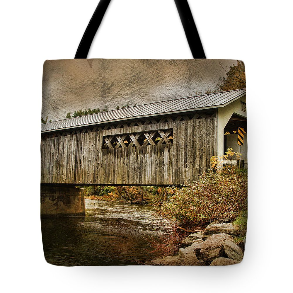 Vermont Bridge Tote Bag featuring the photograph Comstock Bridge 2012 by Deborah Benoit