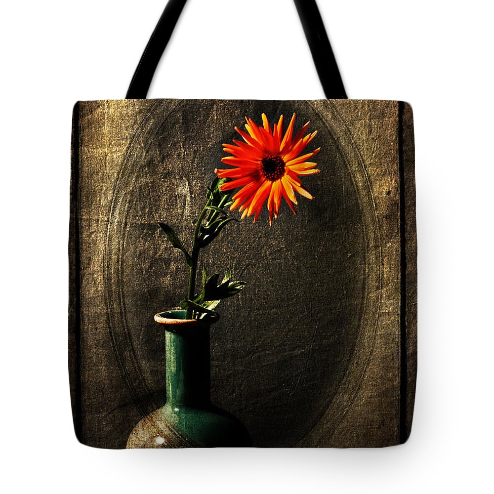 Flower Tote Bag featuring the photograph Confused by Randi Grace Nilsberg