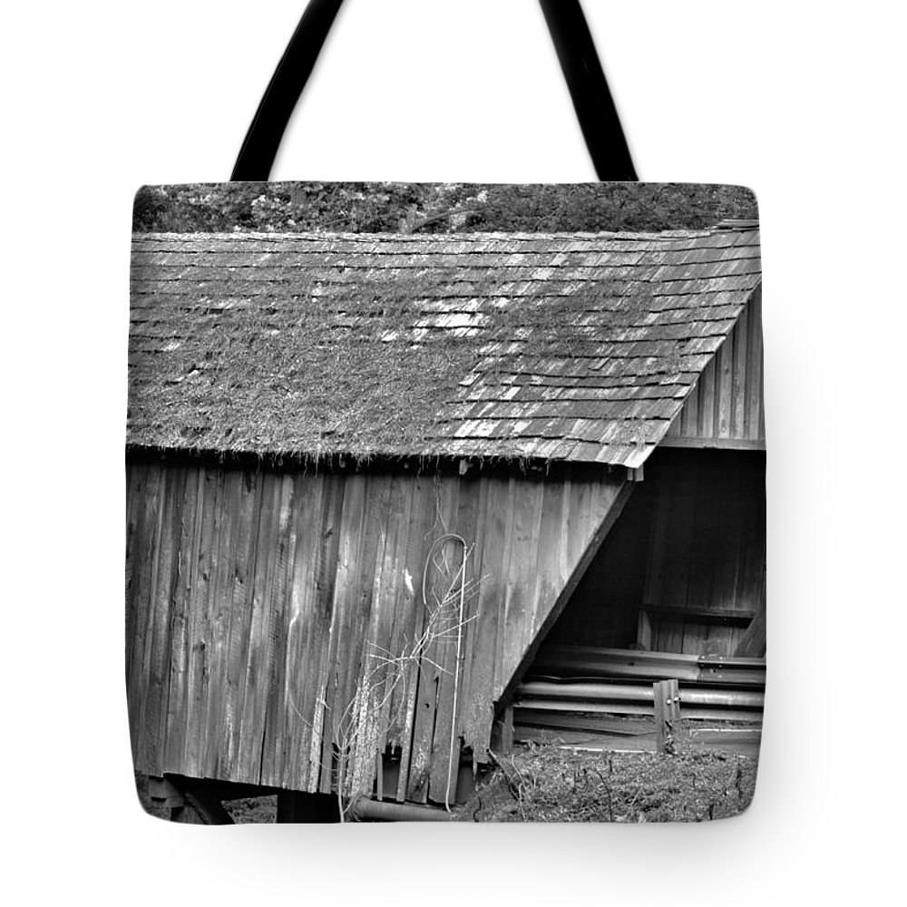 Covered Bridge Tote Bag featuring the photograph Covered Bridge by Tara Potts