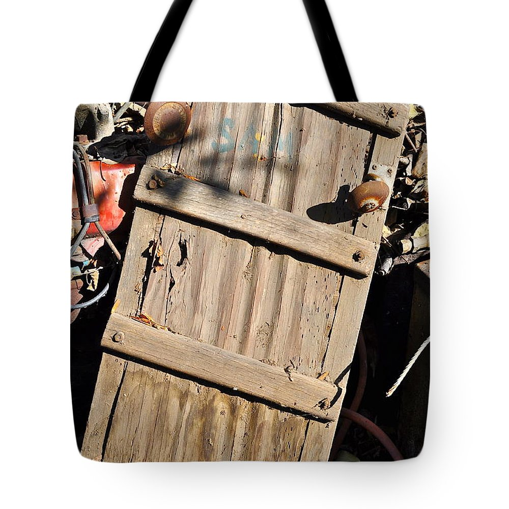 Creeper Tote Bag featuring the photograph Creeper Picking by Gwyn Newcombe