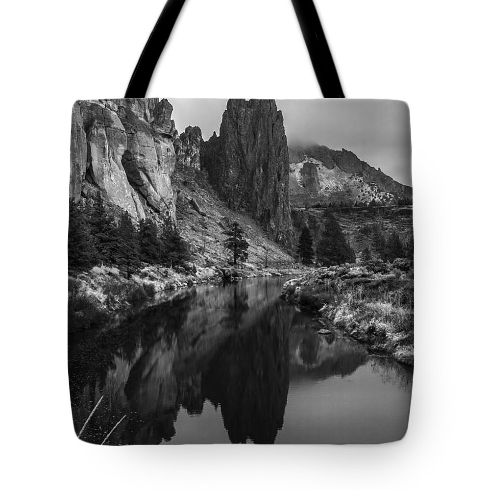 Smith Tote Bag featuring the photograph Crooked River Reflection Bw by Curtis Knight